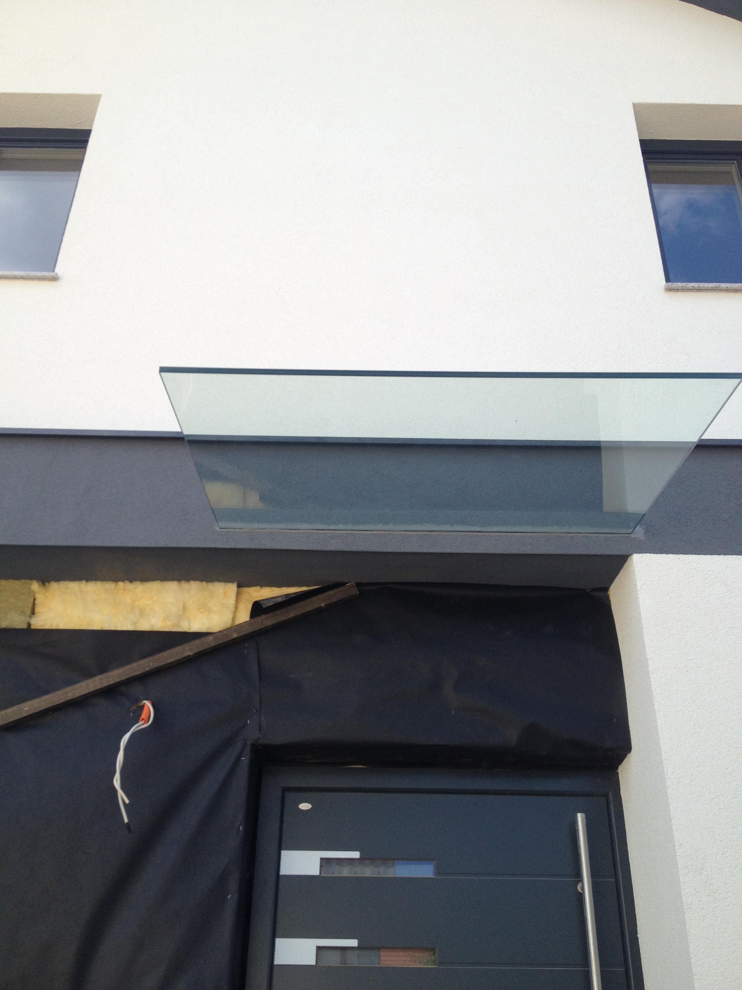 Fasadni stekleni nadstreški